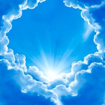 Облака в солнечных лучах